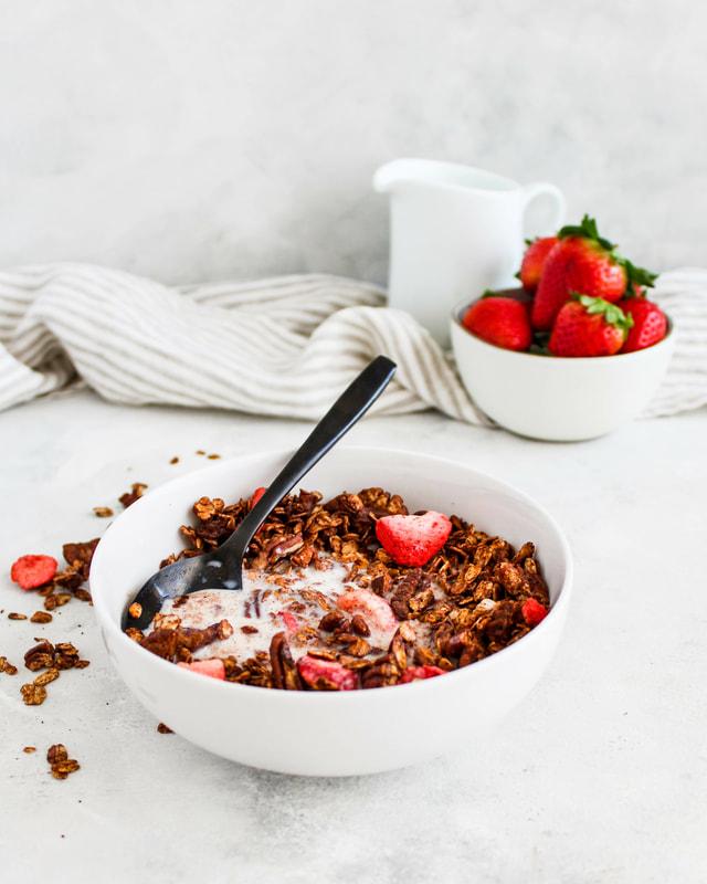 chocolate covered strawberry granola