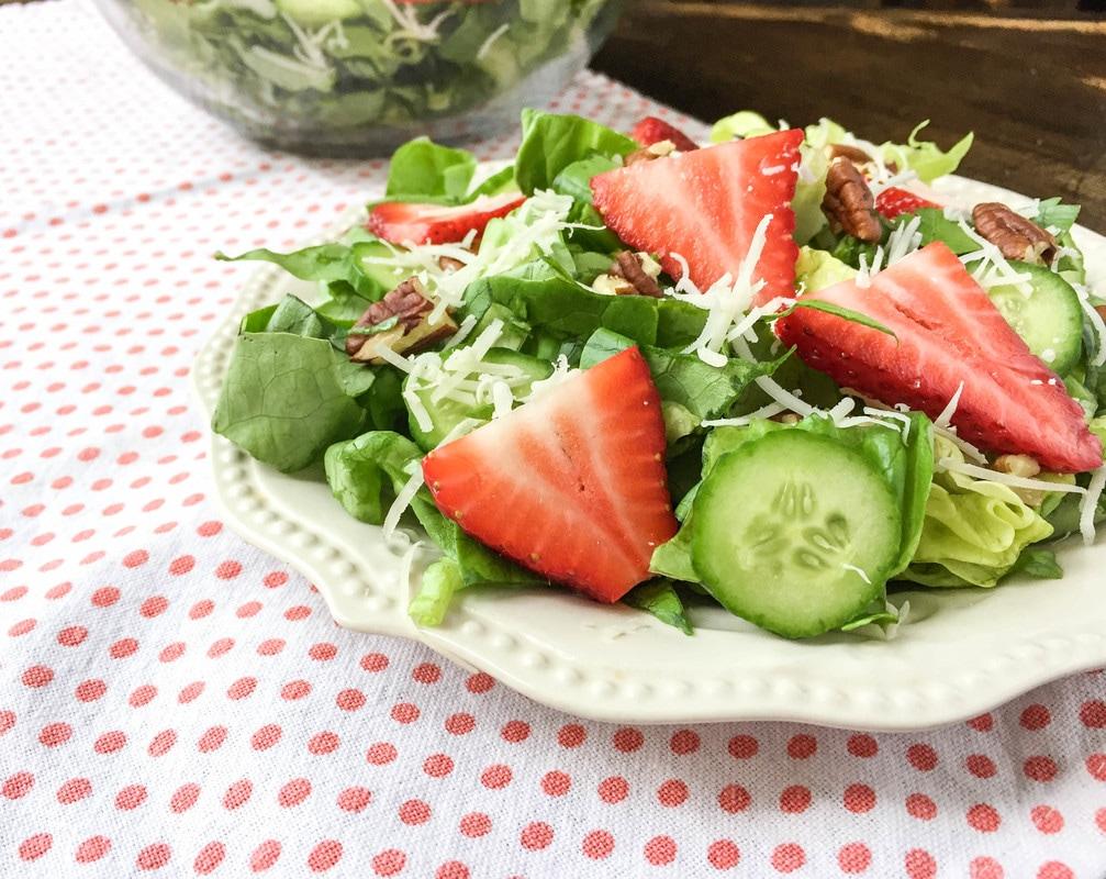 spring strawberry salad lemon vinaigrette dressing seasons